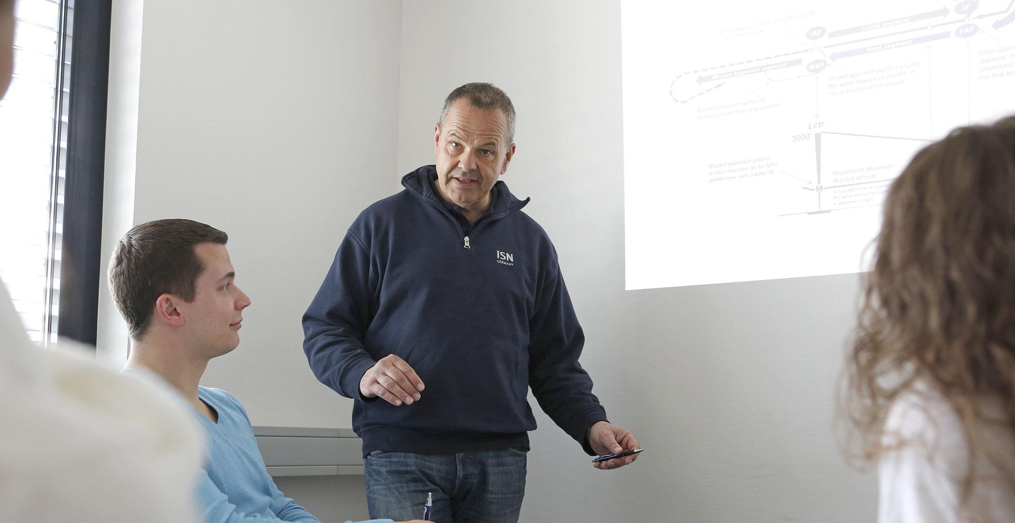 Theorie Ausbildung in der Flugschule Baden