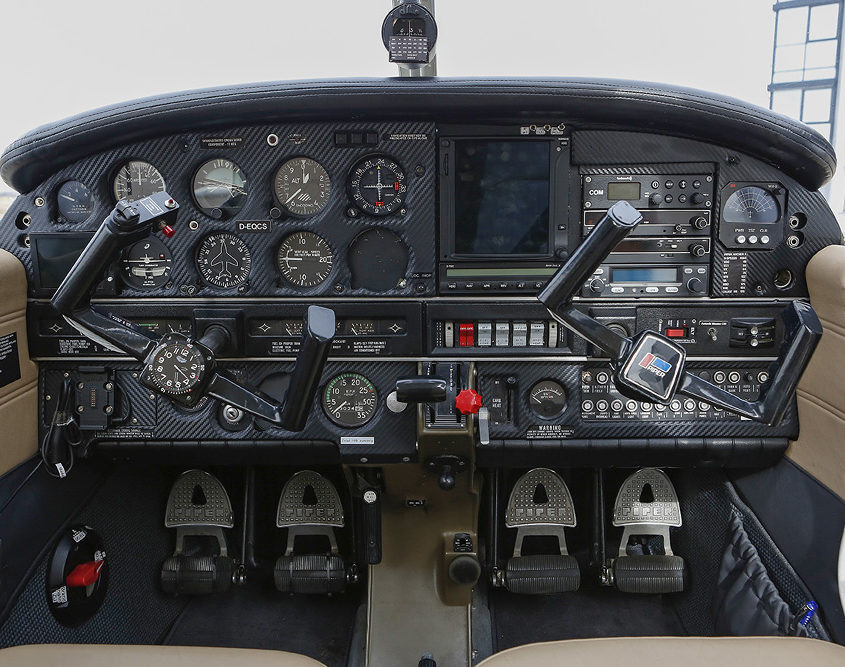 Cockpit der Piper PA-28