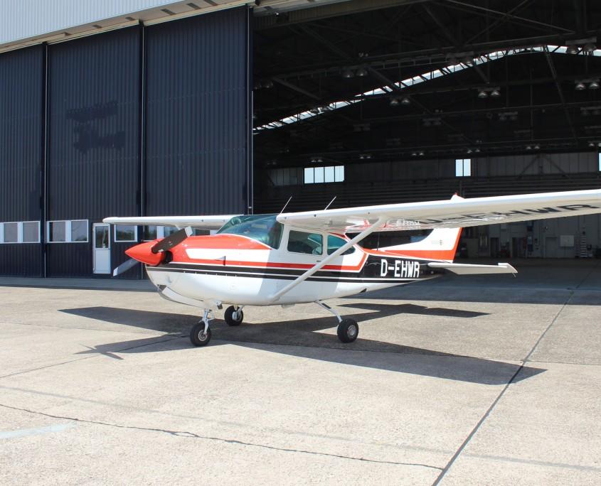 Cessna 182 von Außen