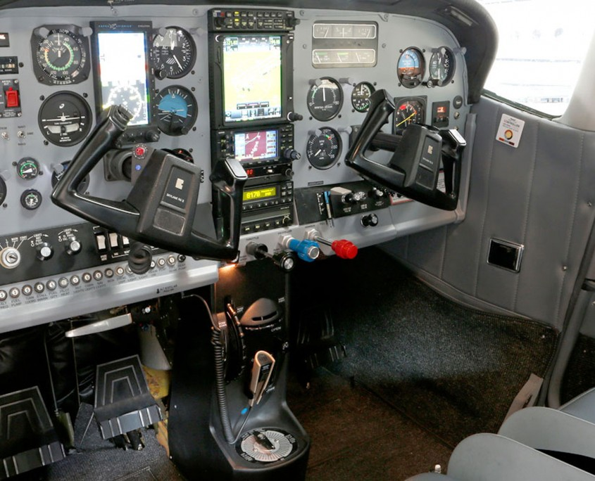 Cockpit der Cessna 182